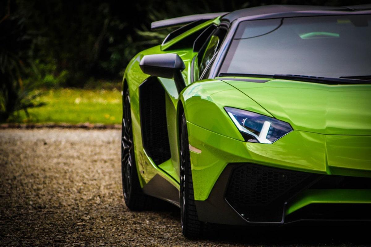 Lamborghini Aventador SV Spyder verde a noleggio