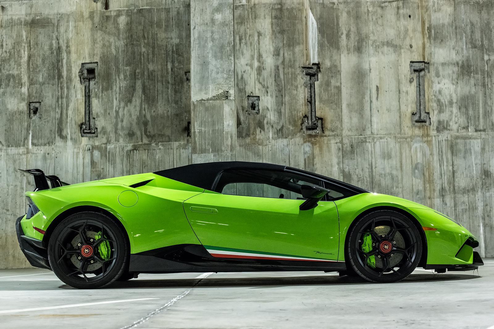 Lamborghini Huracán Performante spyder verde a noleggio
